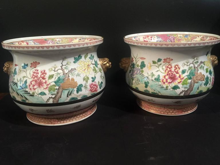Pair of Chinese Famille Rose Cachepots In Excellent Condition For Sale In Austin, TX