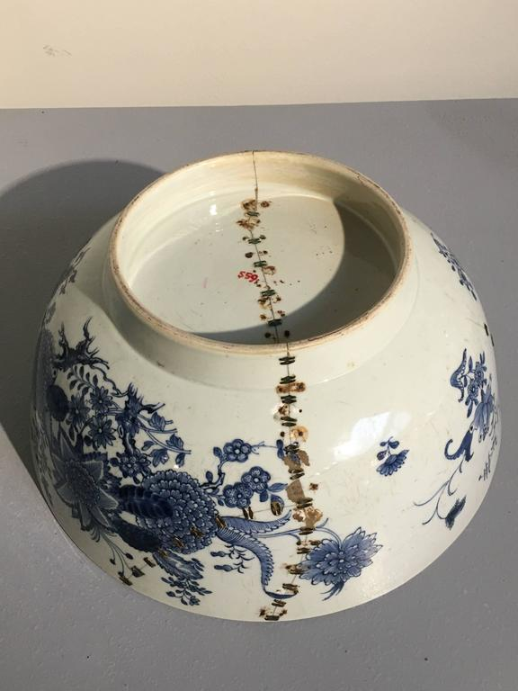 Large Chinese Export Punchbowl with Staple Repairs, 18th Century For Sale 1