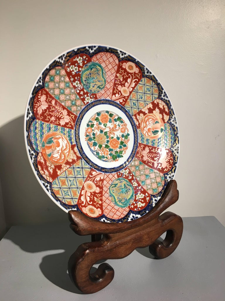 Hand-Painted Japanese Meiji Period Imari Porcelain Charger For Sale