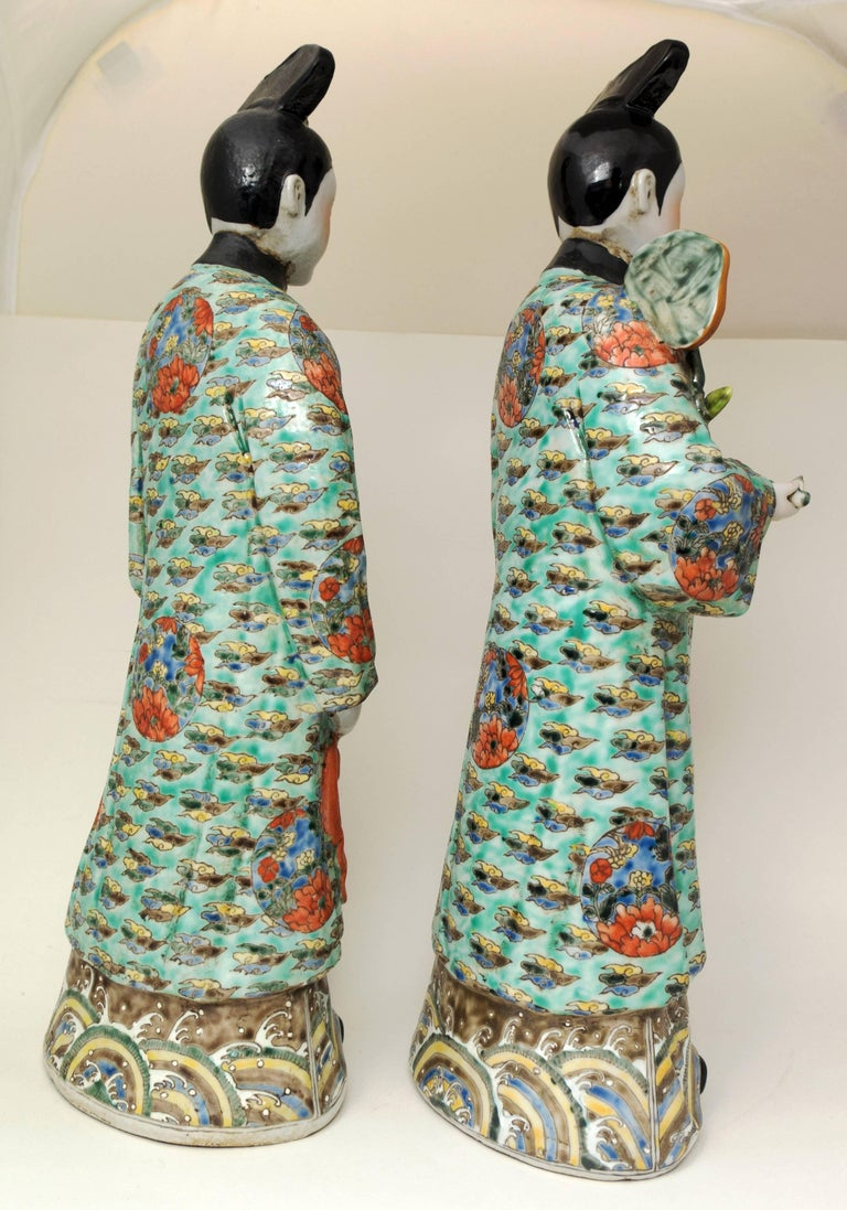 Pair of Chinese Porcelain Nodding Sculpture of Court Ladies In Good Condition For Sale In Austin, TX