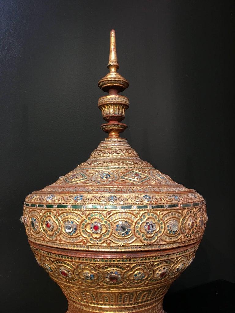 Mandalay Period Burmese Gilt Lacquer Offering Vessel, Hsun-Ok, circa 1900 For Sale 3