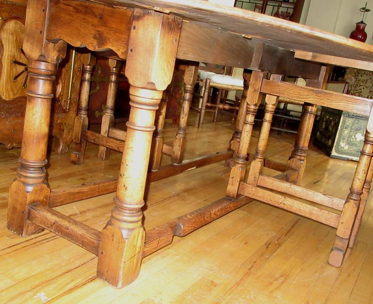 English Oak Gateleg Dining or Hunt Table In Good Condition For Sale In Mt Kisco, NY