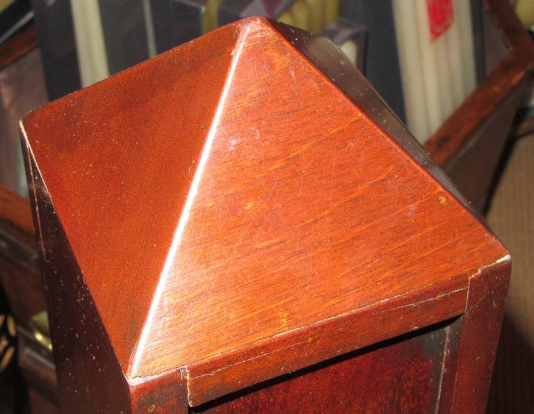Pair of Mahogany Obelisks with Shelves In Excellent Condition For Sale In Mt Kisco, NY