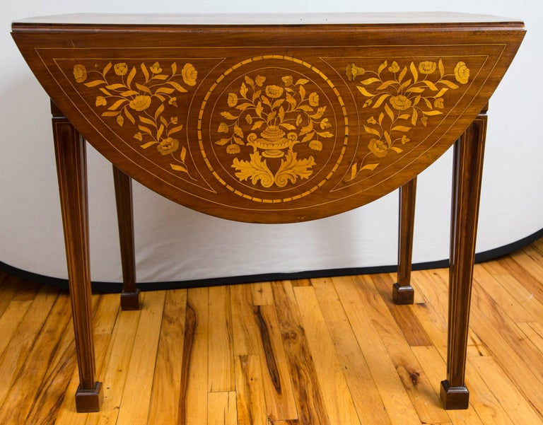 Late 18th Century Dutch Marquetry Inlaid Walnut Drop-Leaf Table For Sale 1