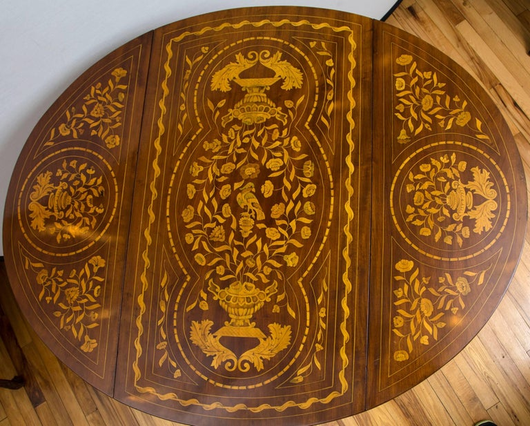 Late 18th Century Dutch Marquetry Inlaid Walnut Drop-Leaf Table In Good Condition For Sale In Mt Kisco, NY
