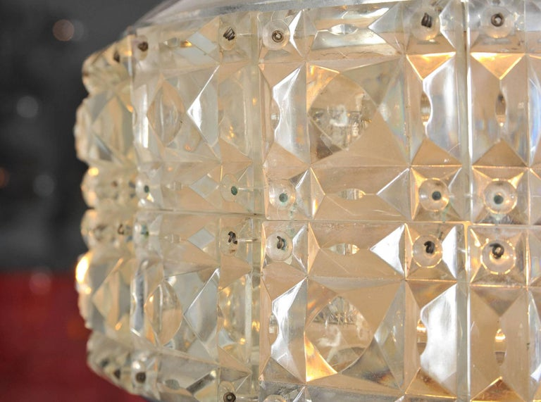 1970s Italian 'Diamonds' Chandelier In Excellent Condition For Sale In London, GB
