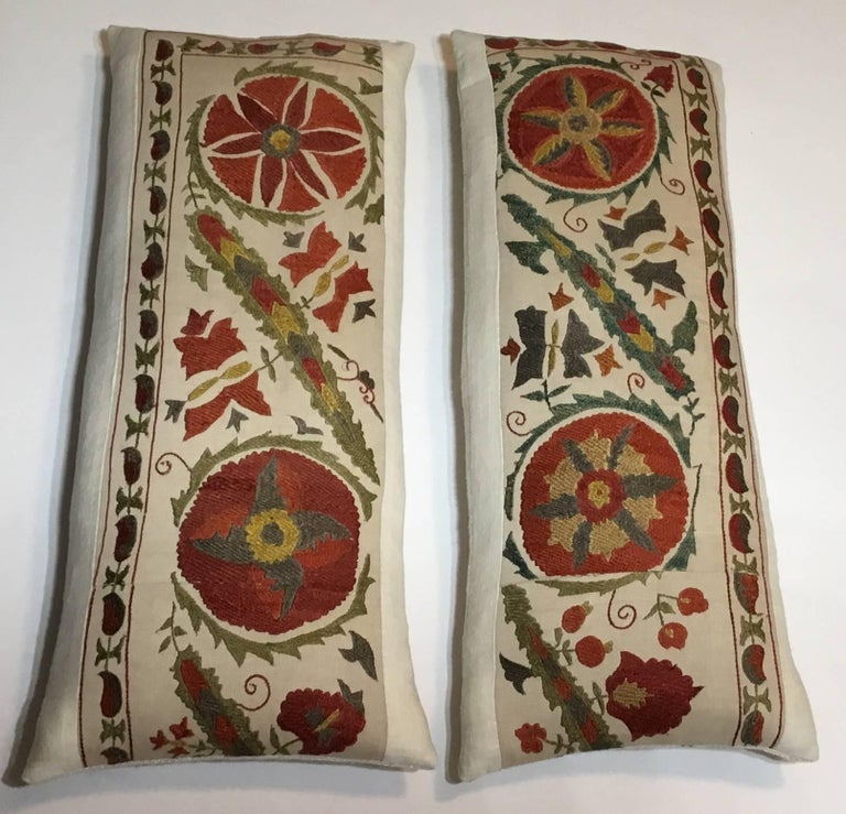 Pair of Hand Embroidery Suzani Pillows In Excellent Condition For Sale In Delray Beach, FL