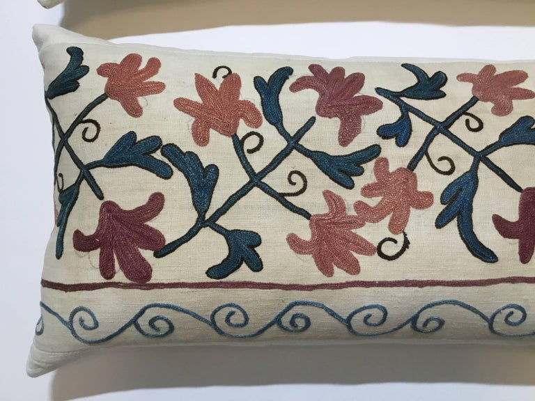 Pair of Suzani Pillows In Good Condition For Sale In Delray Beach, FL