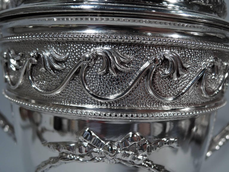 Antique English Neoclassical Sterling Silver Trophy Cup In Excellent Condition For Sale In New York, NY