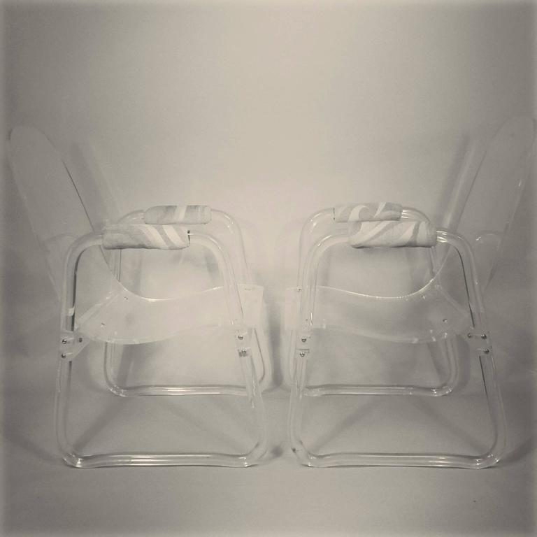 20th Century Pair of Lucite Lounge Chairs Hill Industries , circa 1970 For Sale