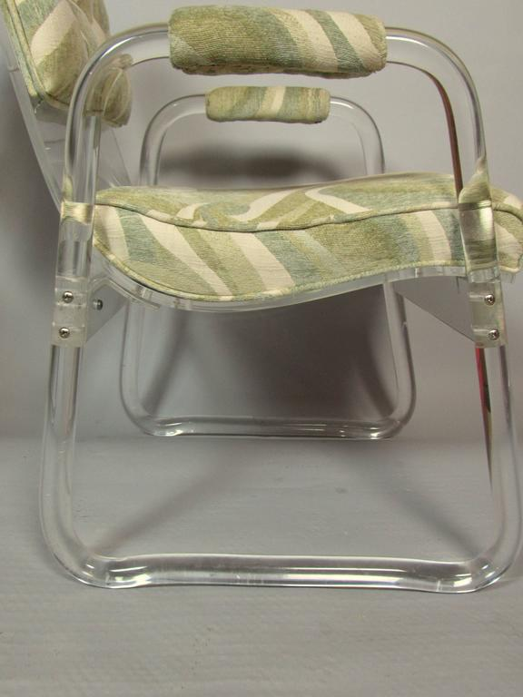 Pair of Lucite Lounge Chairs Hill Industries , circa 1970 For Sale 1