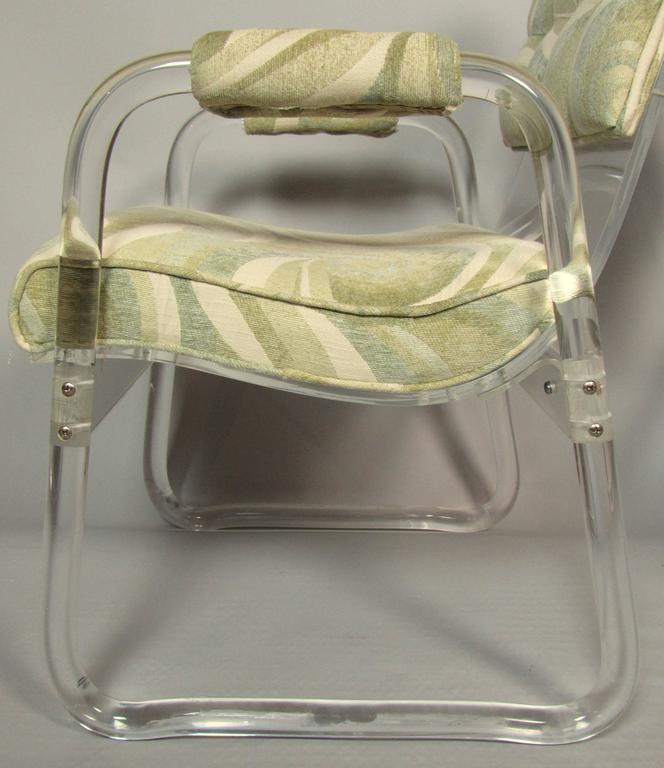 Pair of Lucite Lounge Chairs Hill Industries , circa 1970 For Sale 2