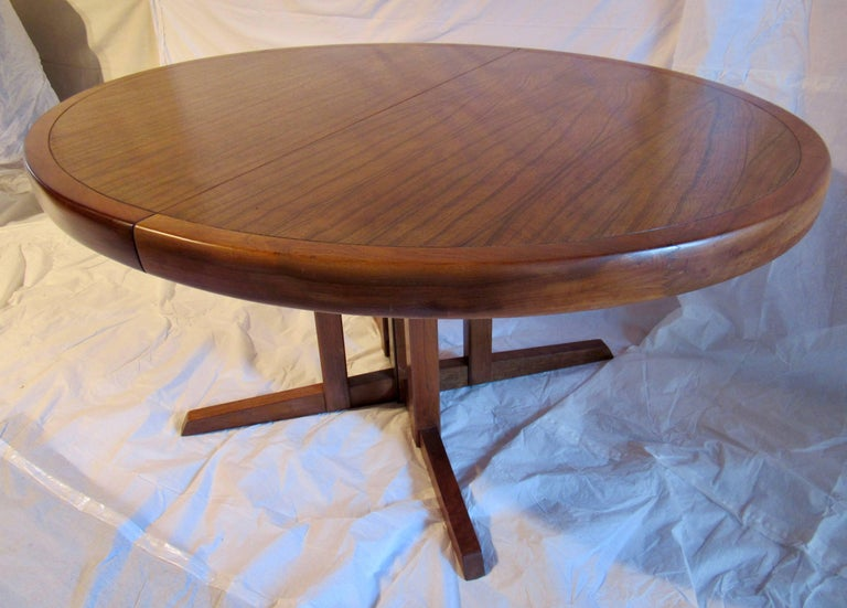 Mid-Century Modern George Nakashima Extendable Walnut Dining Table Model 277 for Widdicomb, 1961 For Sale