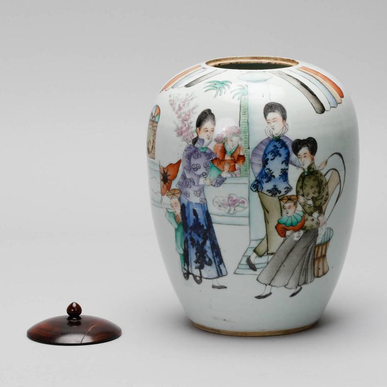 Hand-Painted Chinese Vessel with Lid In Good Condition For Sale In Troy, MI