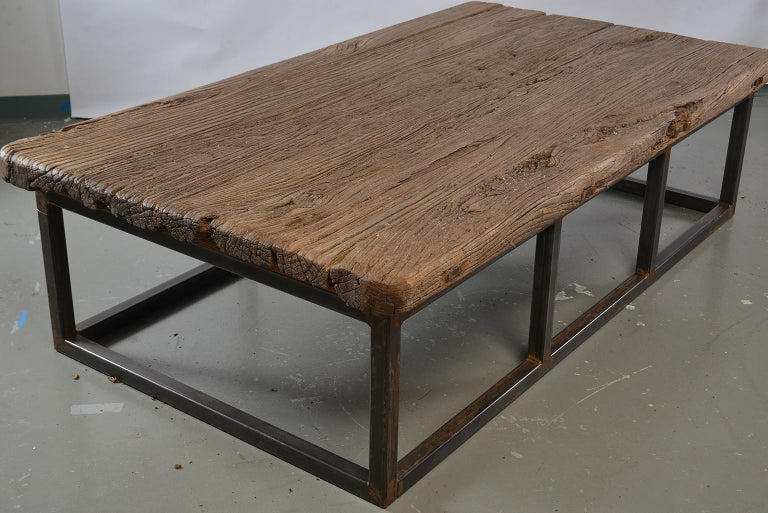 Extra Large Coffee Table Of Th Century Weathered Elm On Iron Base - Extra large cocktail table