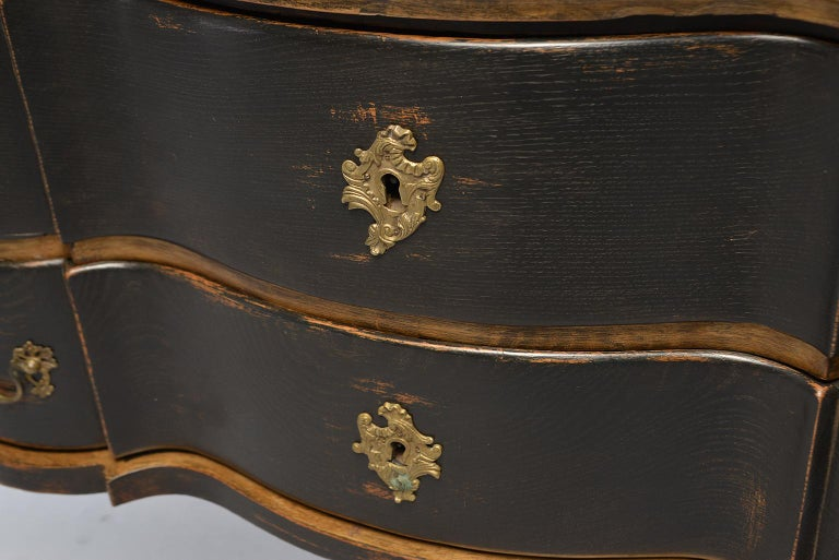 Pair of 19th Century Danish Painted and Gilded Oak Serpentine Chests For Sale 7