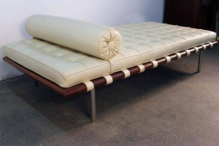 mies van der rohe for knoll barcelona daybed in white leather for sale at 1stdibs. Black Bedroom Furniture Sets. Home Design Ideas