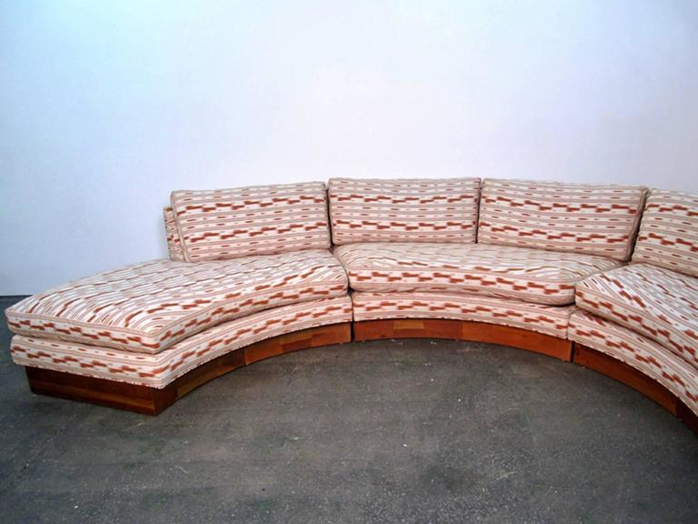 American Circular Curved Mid-Century Modern Section Sofa by Erwin Lambeth for John Stuart For Sale