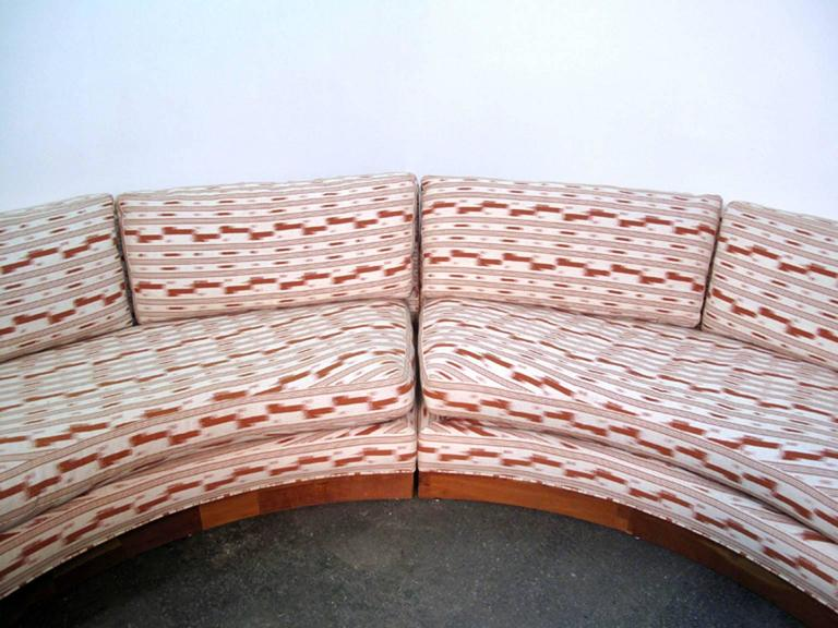 Circular Curved Mid-Century Modern Section Sofa by Erwin Lambeth for John Stuart In Good Condition For Sale In Norwalk, CT