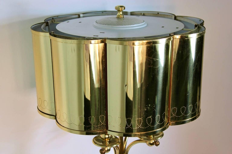 Mid-20th Century Hollywood Regency Brass Table Lamp in the Manner of Paavo Tynell For Sale