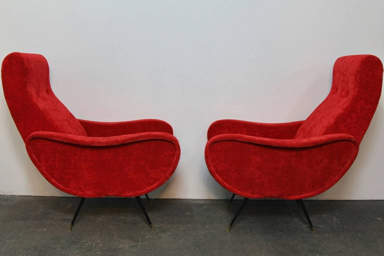 Pair of Italian Style Upholstered Club Chairs in Red Velvet In Excellent Condition For Sale In Norwalk, CT