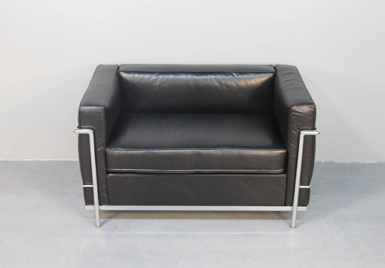 le corbusier lc2 petite love seat at 1stdibs. Black Bedroom Furniture Sets. Home Design Ideas