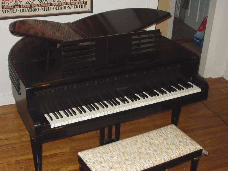 "Wurlitzer ""Butterfly"" Baby Grand Piano In Excellent Condition In Norwalk, CT"