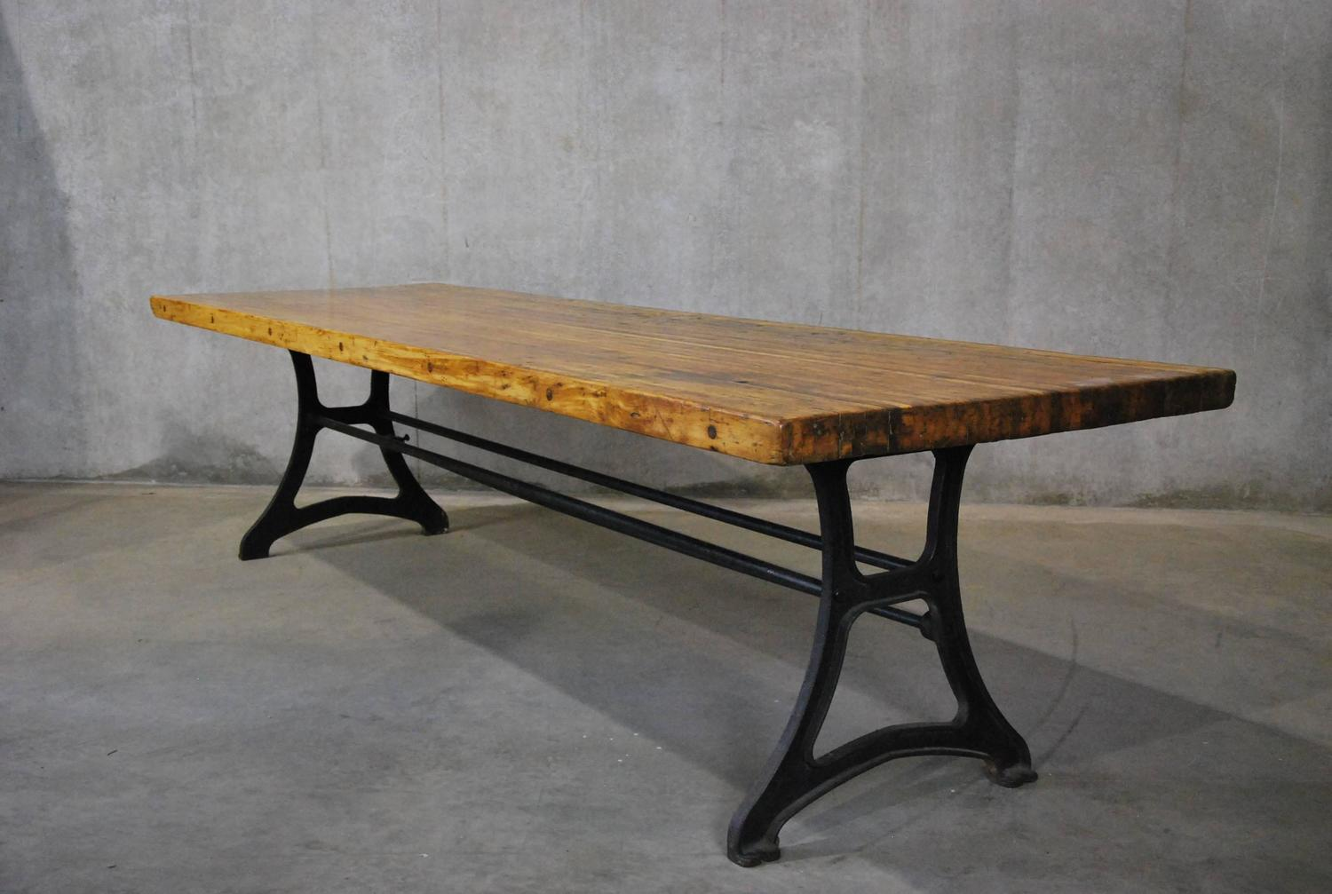 Industrial Dining Table For Sale at 1stdibs : DSC5079z from www.1stdibs.com size 1500 x 1007 jpeg 116kB