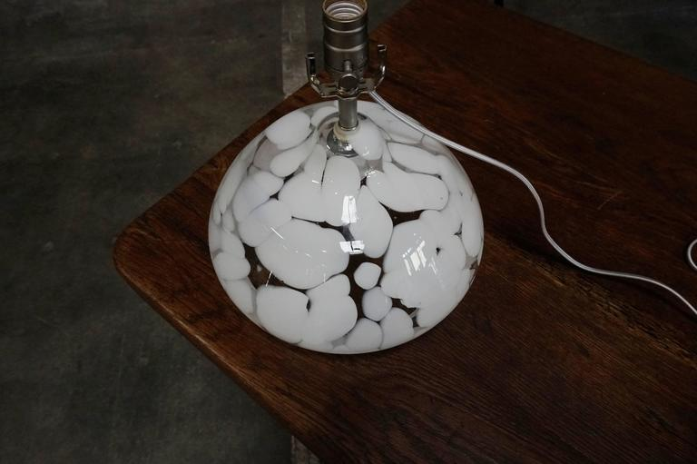 Pair of White and Clear Murano Glass Table Lamps For Sale 2