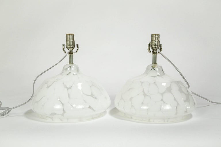 Mid-Century Modern Pair of White and Clear Murano Glass Table Lamps For Sale