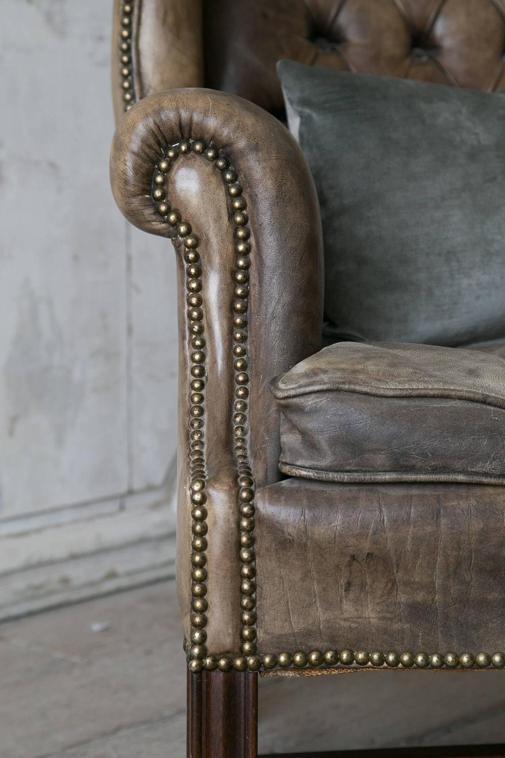 Vintage chesterfield style leather wingback chair at 1stdibs for Decor jewelry chesterfield