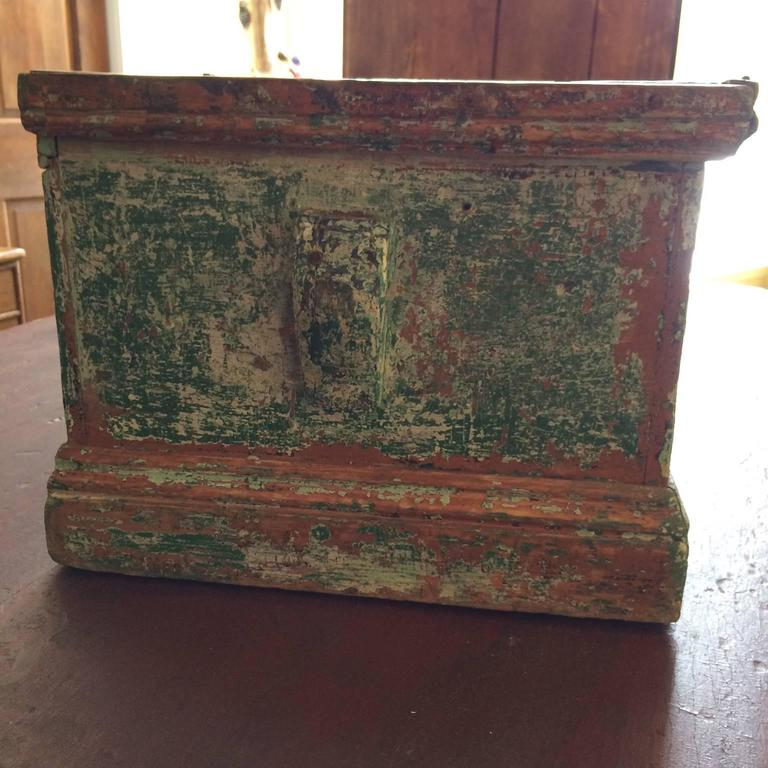 Sea Chest in Green Paint In Excellent Condition For Sale In Nantucket, MA
