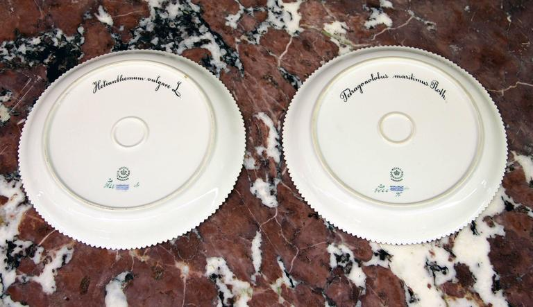 Pair of Royal Copenhagen Flora Danica Round Platters In Good Condition For Sale In New York, NY