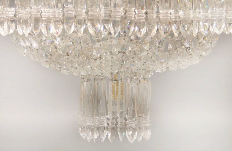 Exceptional Early 19th Century Waterford Crystal Eighteen-Light Chandelier In Excellent Condition For Sale In New York, NY