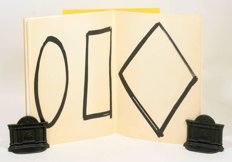 Signed Limited First Edition of Derrière Le Miroir No. 149: Ellsworth Kelly In Excellent Condition For Sale In New York, NY