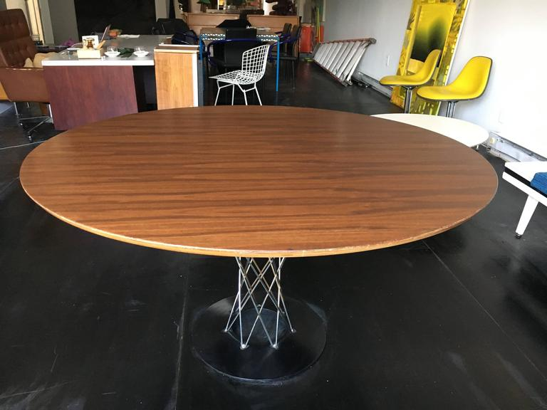 Mid-Century Modern Isamu Noguchi Walnut Cyclone Dining Table Knoll For Sale