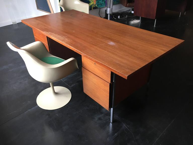 Florence Knoll Walnut Executive Desk for Knoll Associates, 1960 3