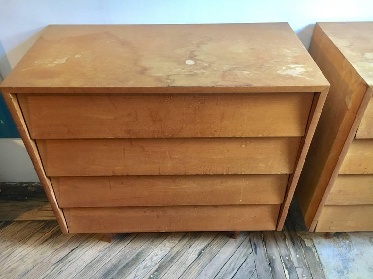 Pair of Florence Knoll Four-Drawer Maple Chests In Fair Condition For Sale In Brooklyn, NY