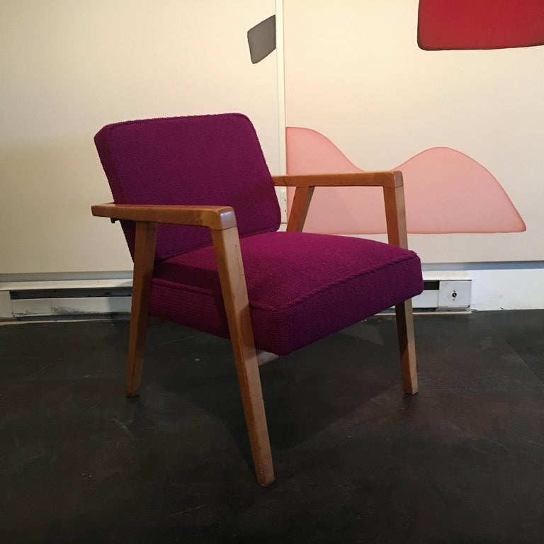 Lounge chair designed by Franco Albini for Knoll. Upholstered in an original Knoll textile.