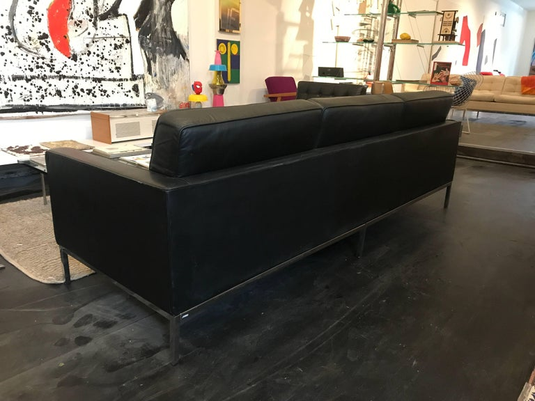 Florence Knoll Three-Seat Sofa Black Leather In Excellent Condition For Sale In Brooklyn, NY
