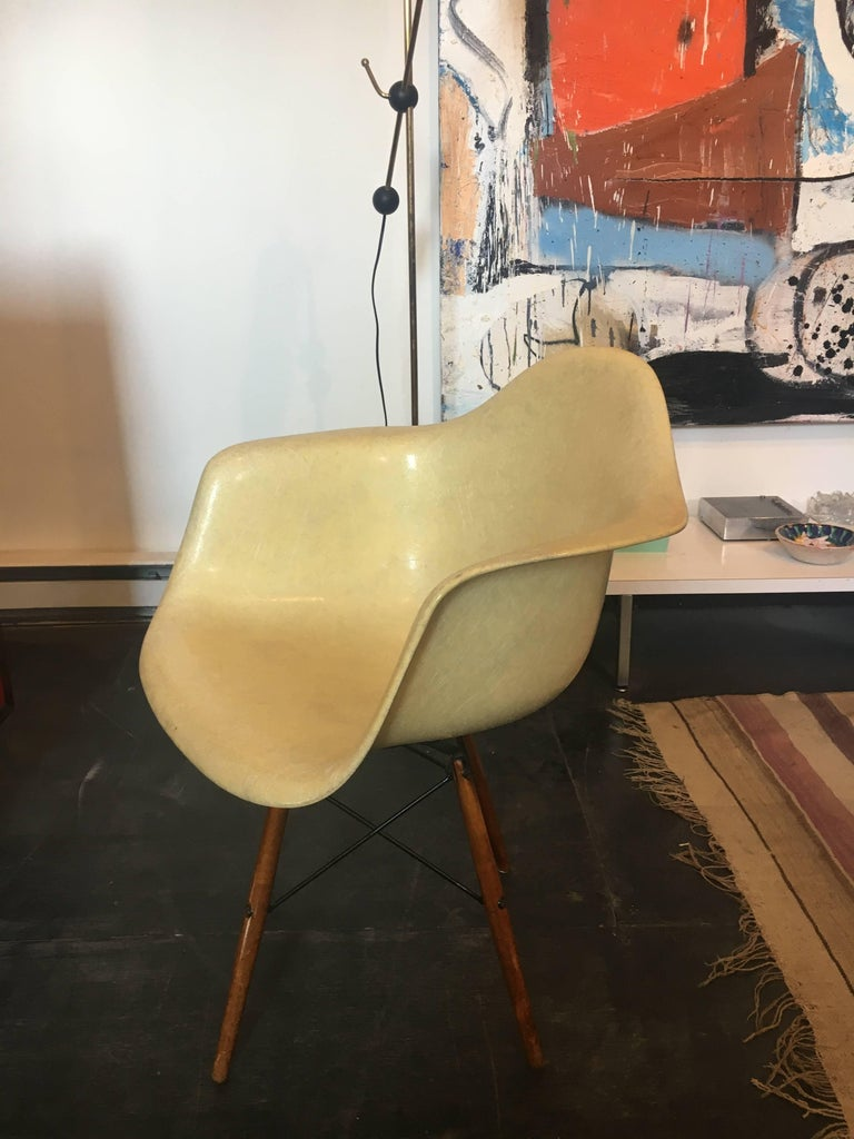 American Charles & Ray Eames Dowel Leg Swivel Paw Armchair by Herman Miller, 1949 For Sale