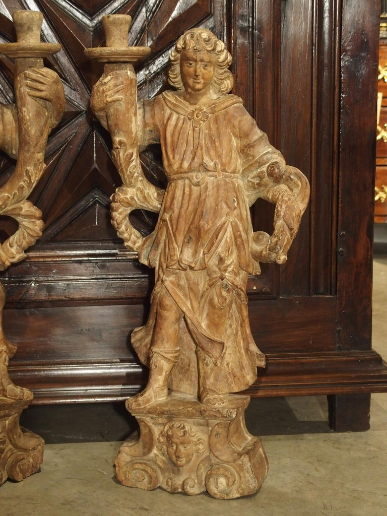 Beautiful Pair of Stripped 17th Century Italian Torchbearer Candleholders For Sale 12