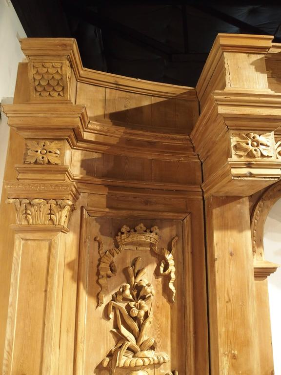 Large and Unique Antique French Boiserie with Covered Alcove, 17th Century For Sale 2