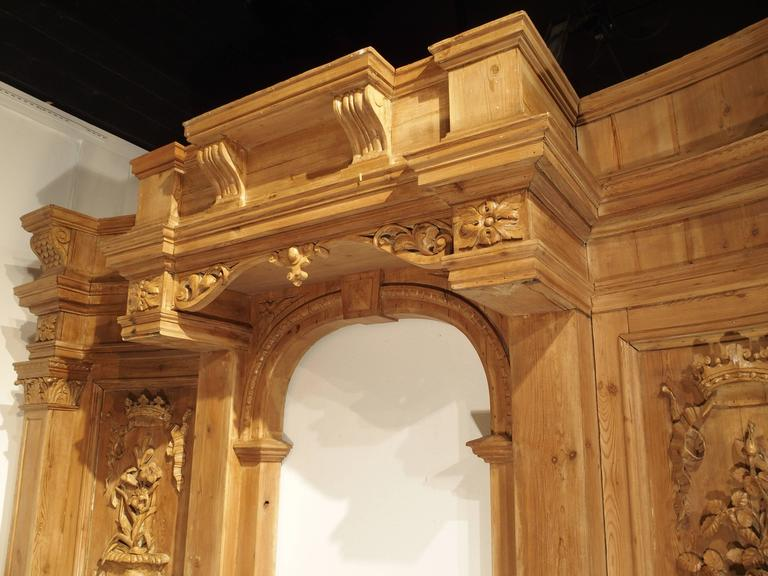 Large and Unique Antique French Boiserie with Covered Alcove, 17th Century For Sale 3