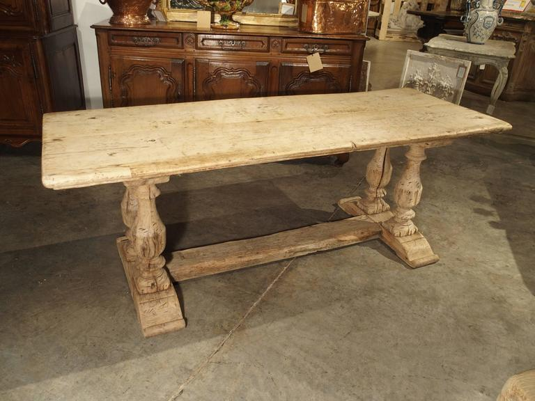 Merveilleux Antique French Farm Table With Baluster Legs, Bleached Oak, Circa 1880 For  Sale 2