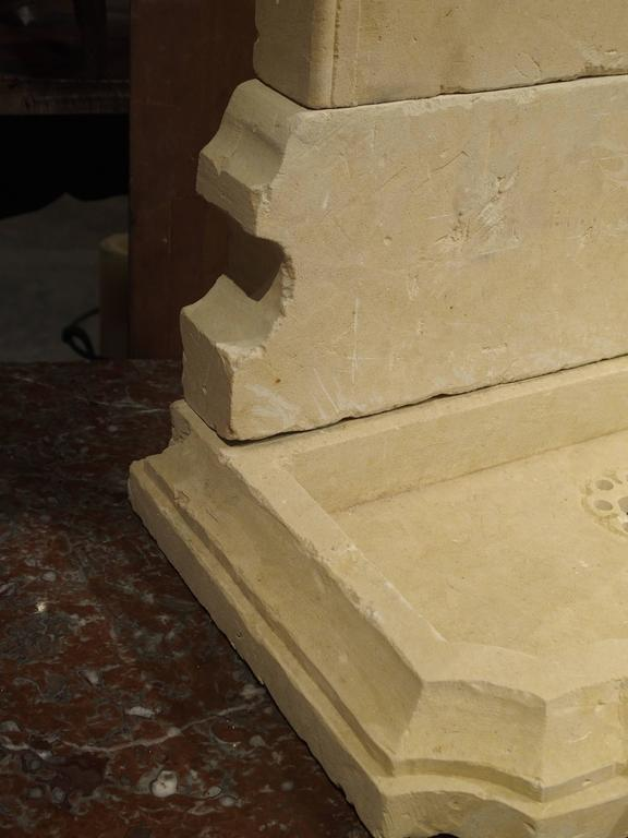 This beautifully carved, small limestone wall fountain from Italy has an arched top with shaped indents. The back panel has a wonderful sunflower carved within a circle. This rests upon a shaped and shorter secondary panel. The shallow basin has a