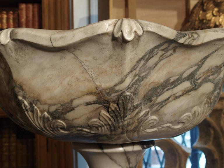 20th Century Elegant Calacatta Venato Marble Font from Italy For Sale