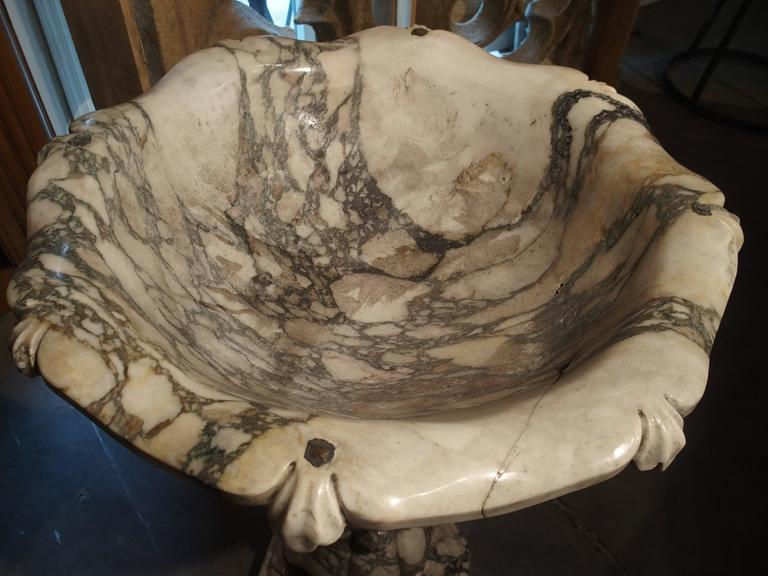 Elegant Calacatta Venato Marble Font from Italy For Sale 4