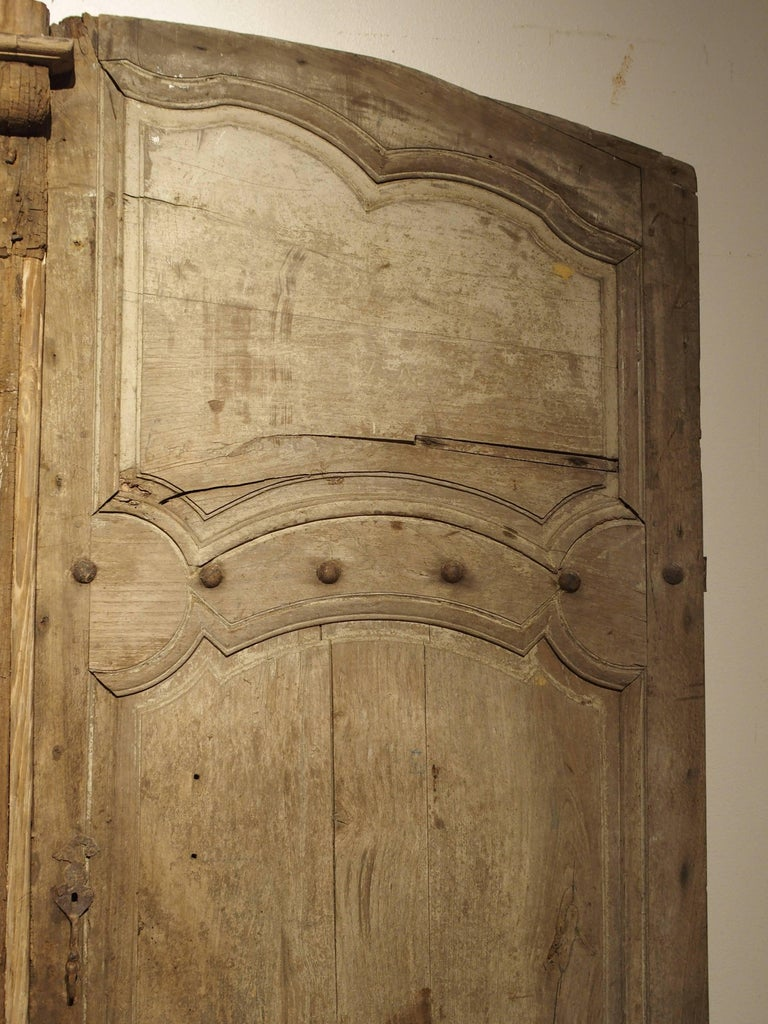 Régence Pair of Antique French Oak Doors from Burgundy, 1700s For Sale - Pair Of Antique French Oak Doors From Burgundy, 1700s For Sale At