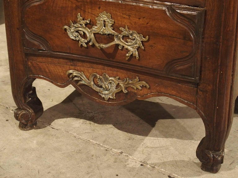 18th Century Walnut and Oak Chiffonier Chest of Drawers from France In Good Condition In Dallas, TX